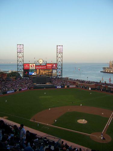 Giants (palo-alto_100_9023.jpg) wird geladen. Eindrucksvolle Fotos von der Westküste Amerikas erwarten Sie.